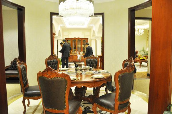 图为欧式红木家具